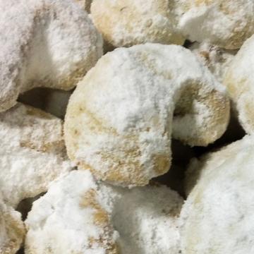 Kourabiedes (Zand/boterkoekjes met poedersuiker)