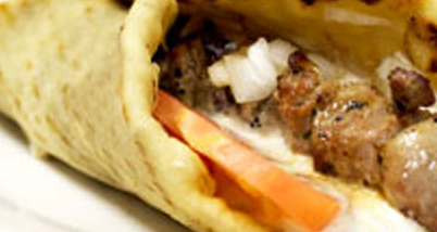 Pita Soevlaki (Vlees stokjes met Griekse pita broodjes)